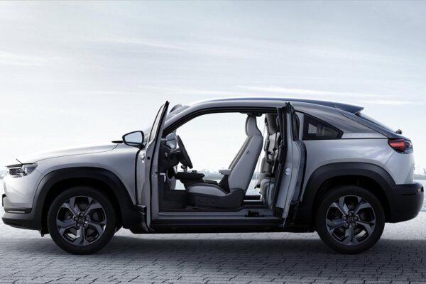 Mazda mx30 töltés, elektromos autó töltőkábel, leírás, szabadidő ,ezüst szín