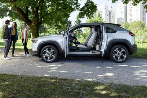 Mazda mx30 töltés, elektromos autó töltőkábel, leírás, külső, osztott oszlop