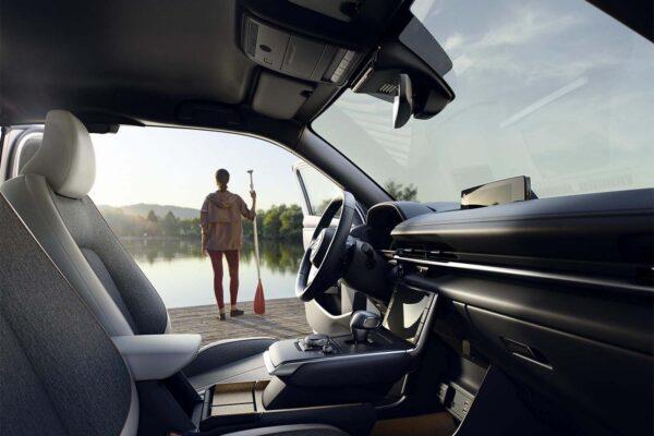 Mazda mx30 töltés, elektromos autó töltőkábel, leírás, letisztult belső
