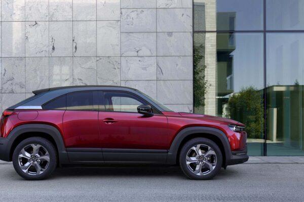 Mazda mx30 töltés, elektromos autó töltőkábel, leírás, bordó szín