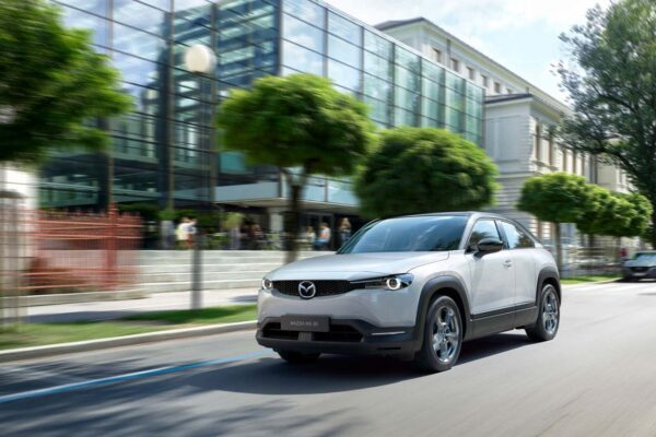 Mazda mx30 töltés, elektromos autó töltőkábel, leírás, fehér szín