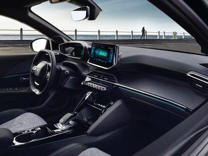 Peugeot e-208 töltés, elektromos Peugeot, belsőtér, kezelő konzol