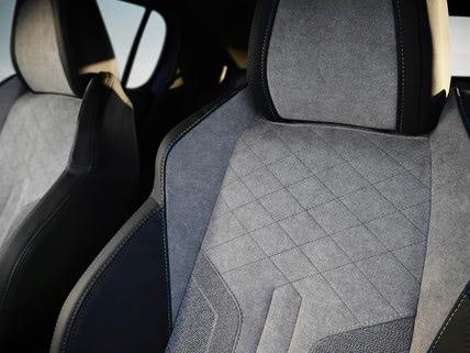 Peugeot e-208 , elektromos Peugeot, Belső ülések, kárpit,szürke szín
